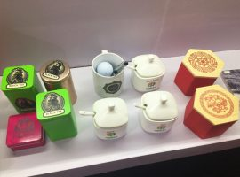 茶杯和茶葉盒